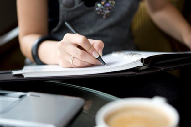 freelance_writer_writing